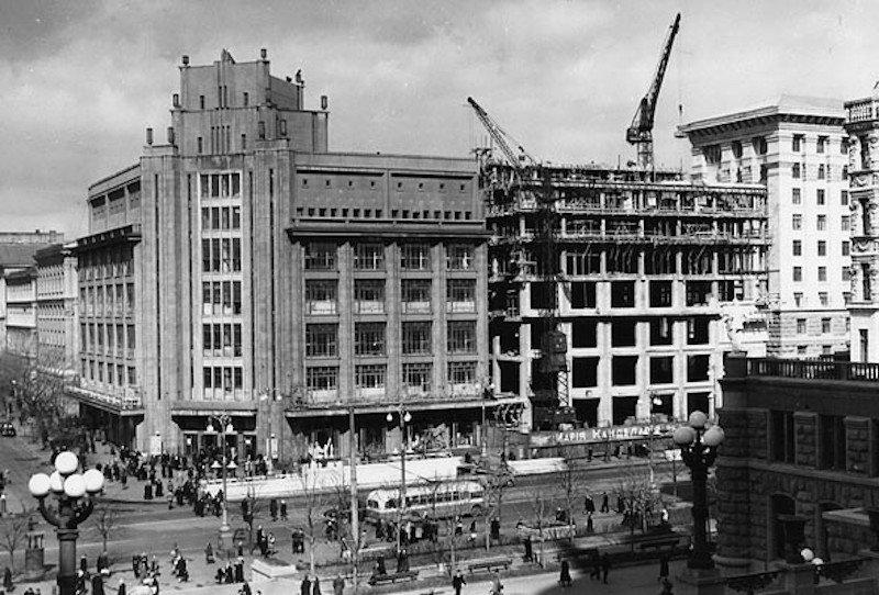 Процесс достройки нового крыла в 1950-е, Фото: Київ від минулого до майбутнього