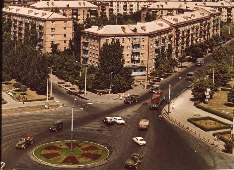 Площадь Космонавтов на Чоколовке, фото: Клуб коренного киевлянина