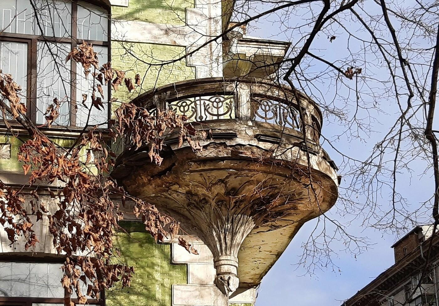 Дом с ирисами в Киеве, фото: Википедия