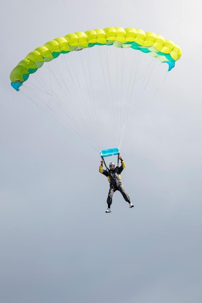 Мэр Киева Кличко прыгнул с парашютом., Фото: Виталий Кличко/Facebook