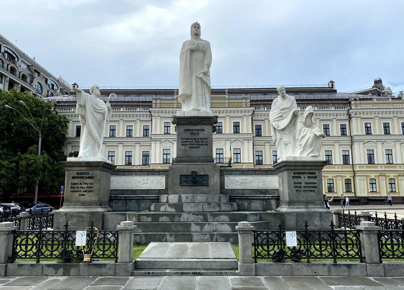Современный памятник, Фото: Anatolii Zorin