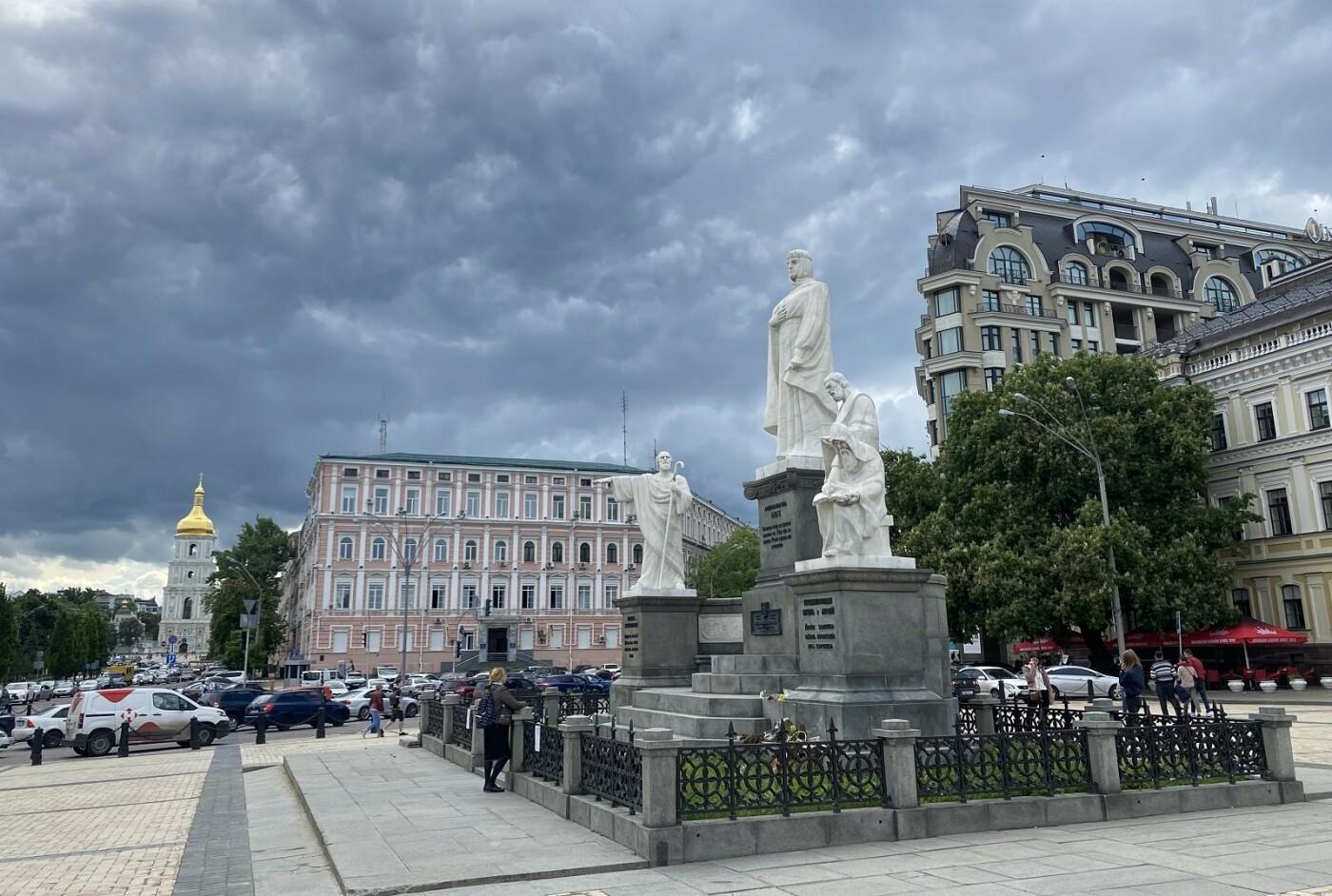 Современный памятник, Фото: Татьяна Сушальская
