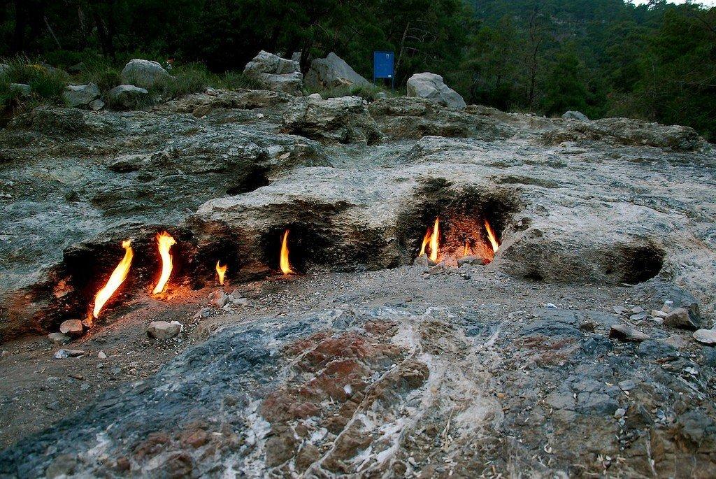 Пламя на горе Химера возникает из ниоткуда, Фото из открытых источников