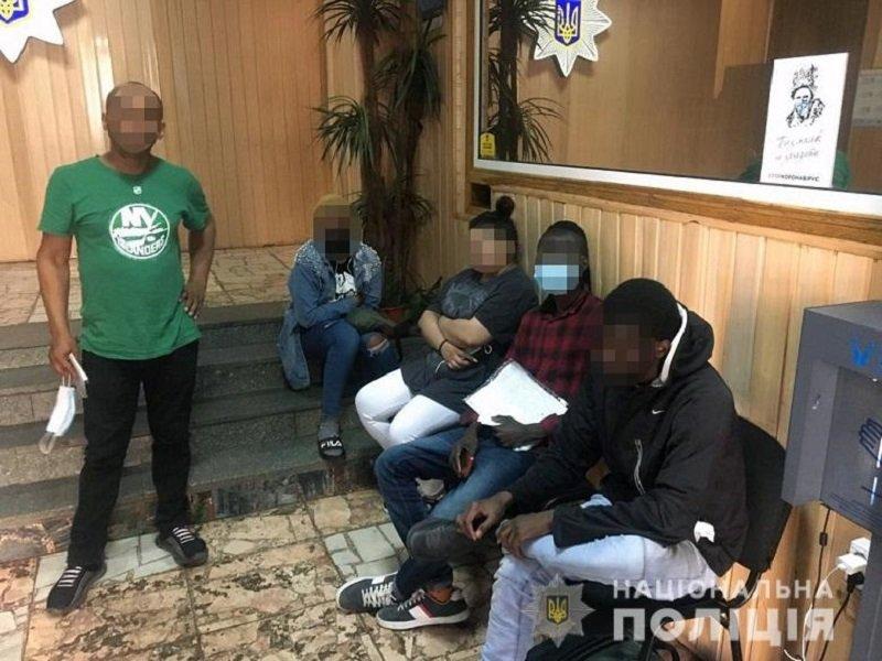 Иностранцы в Киеве, Фото: Национальная полиция