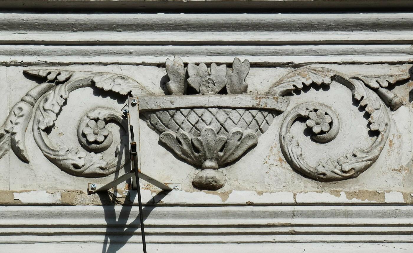 Один из декоративных элементов фасада, Фото: Википедия