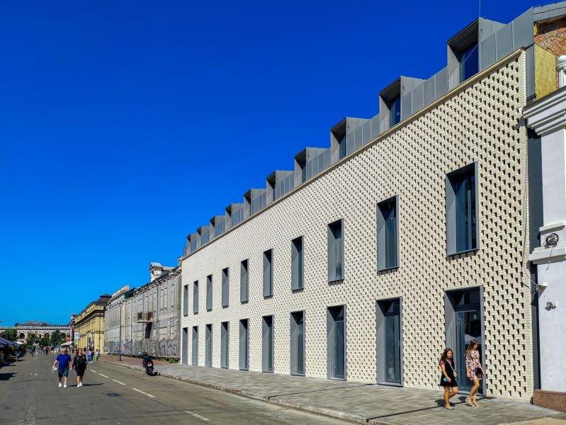 Новый фасад на Сагайдачного, 18 и особняк за баннером, Фото: ЖК SAGA City Space