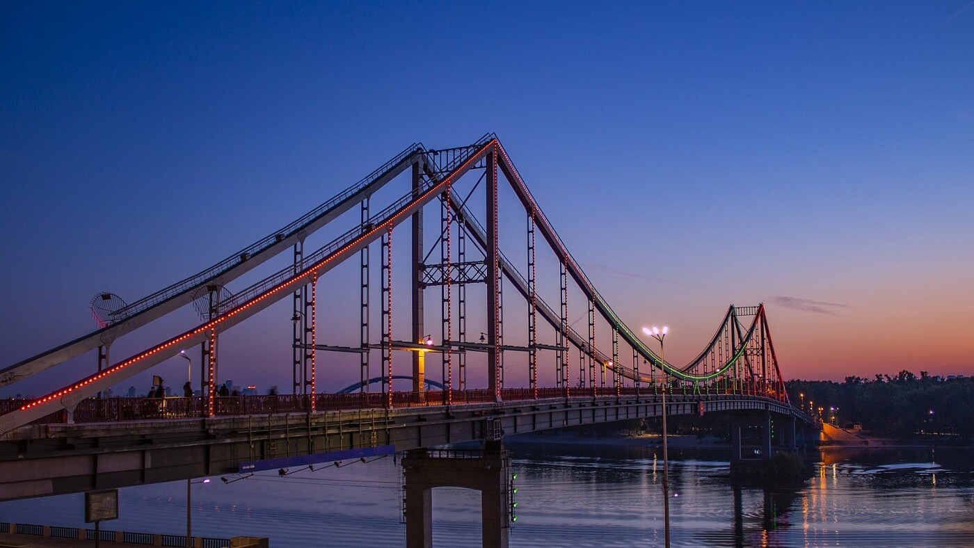 Пешеходный мост через Днепр в Киеве, Фото: Википедия