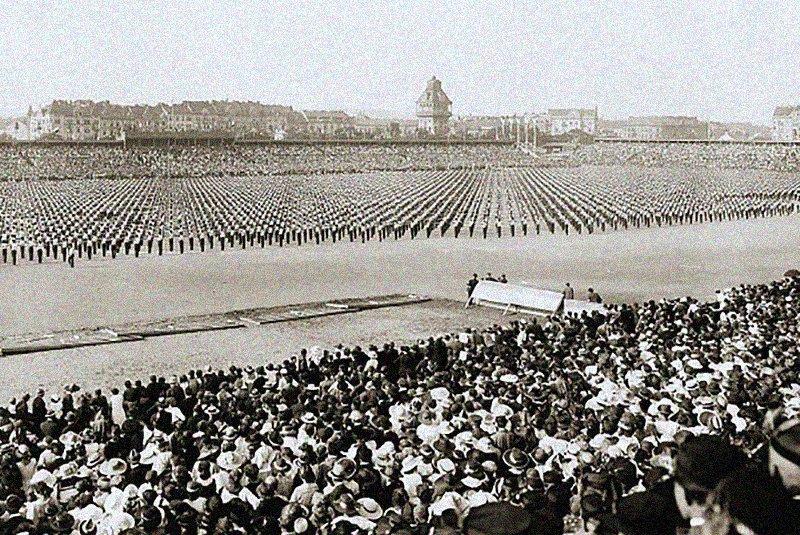 """Сборы """"Соколиного движения"""", Фото: Википедия"""