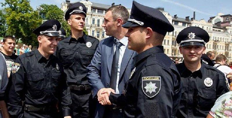 Виталий Кличко и полицейские, Фото: Виталий Кличко