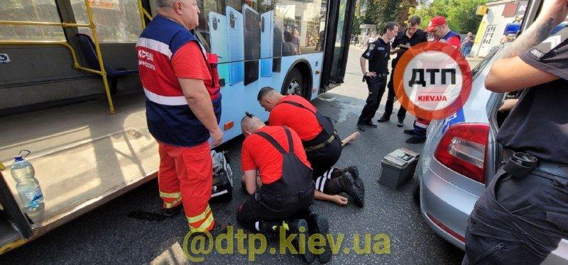 В Киеве внезапно умер водитель троллейбуса, Фото: dtp.kiev.ua