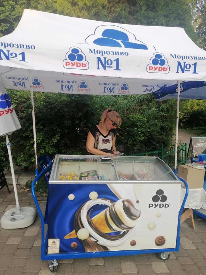 в столице продавцы мороженого набросились на покупателя, Фото: Владимир Оливец