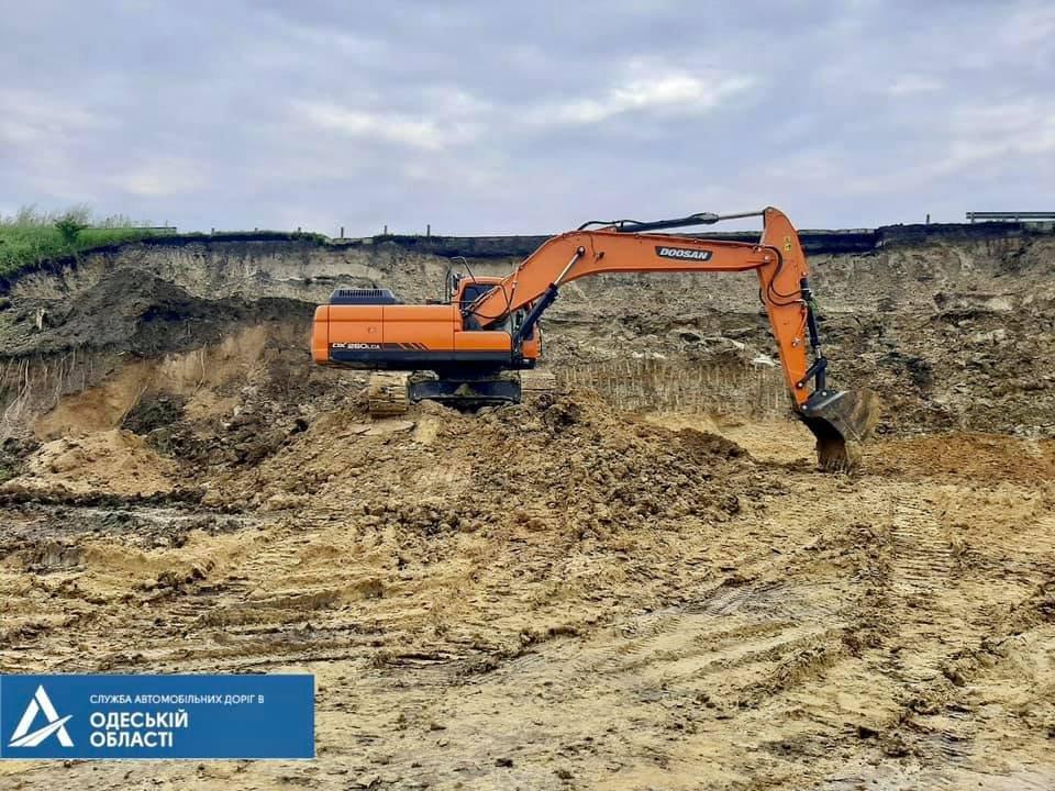 Оползень посреди трассы Киев-Одесса, Укравтодор, Одесская область