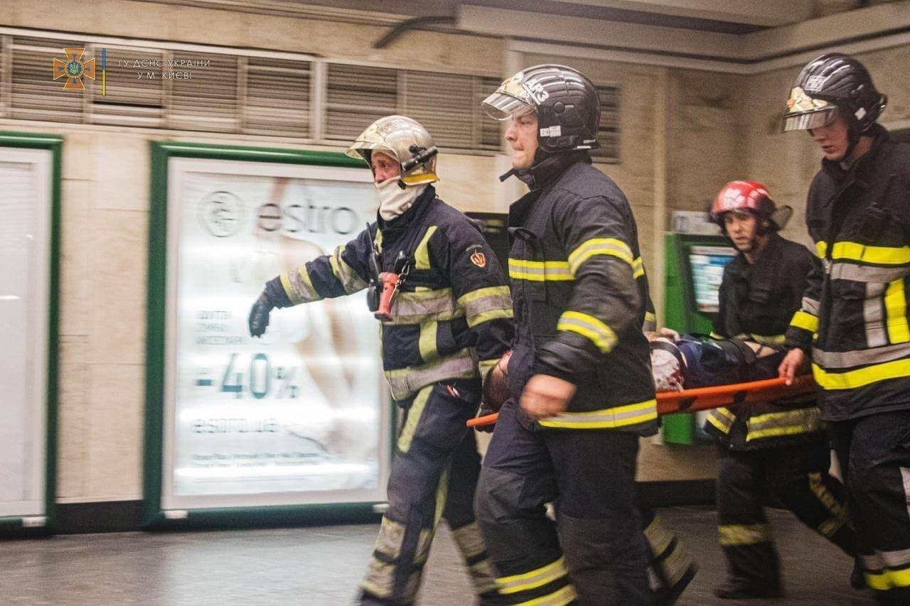 Спасательная операция в метро, Фото: ДСНС