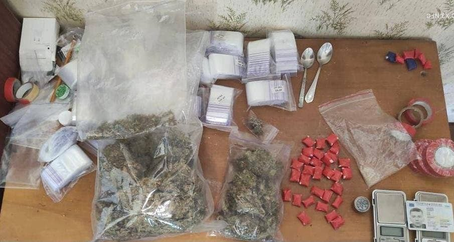 Изъяли почти килограмм наркотиков