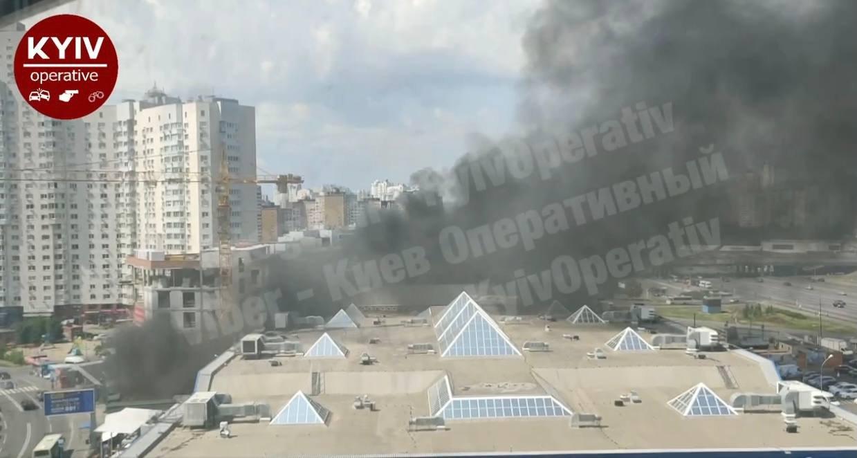"""Пожар возле ТЦ """"Пирамида"""""""