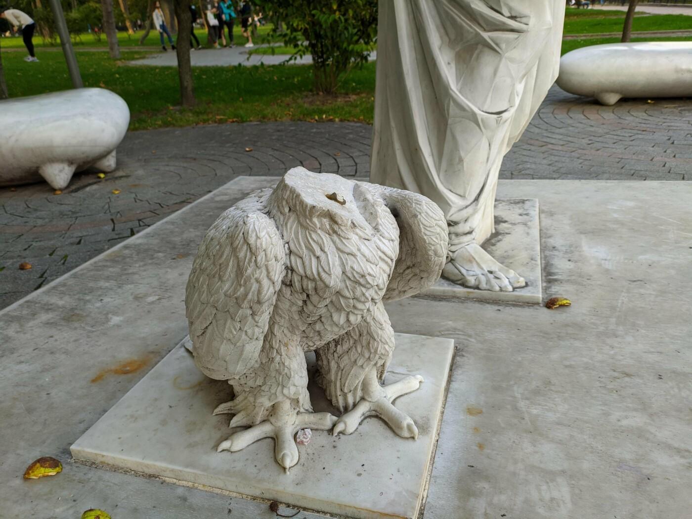 Памятник с обезглавленным орлом, Фото: Gev Art