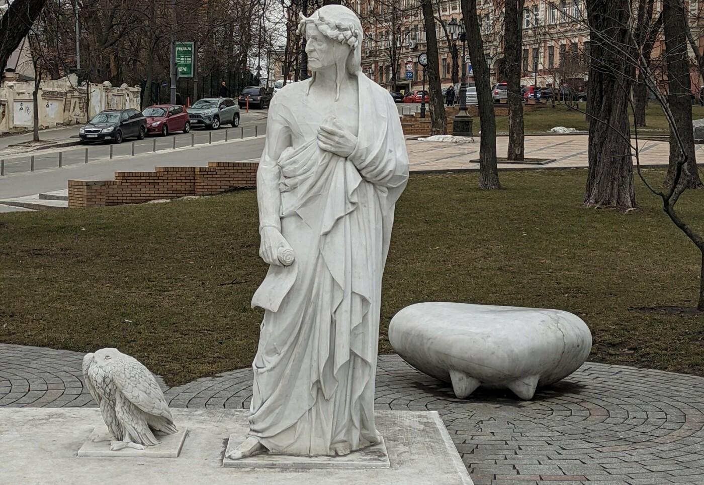 Памятник с обезглавленным орлом, Фото: Viktor Demianenko