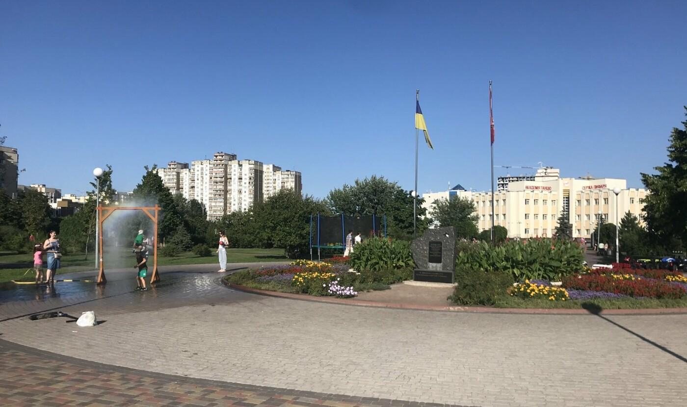 """Парк """"Молодежный"""" в Киеве"""