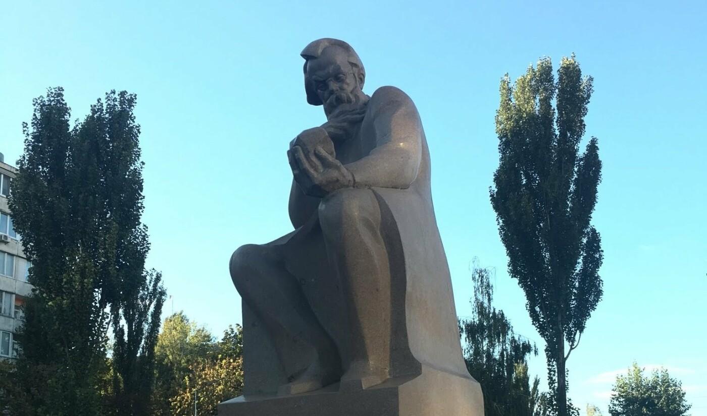 Памятник Владимиру Вернадскому в Киеве, Фото: Olga Chatfield