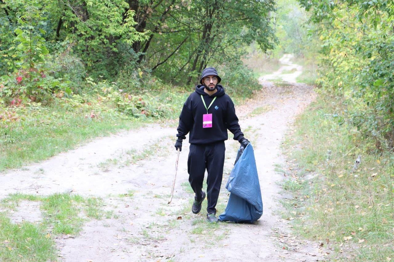 Собрали 500 кубометров мусора: в Киеве состоялся масштабный субботник, - ФОТО