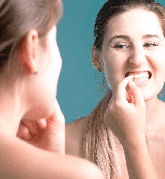 основные причины потемнения металлокерамических зубов